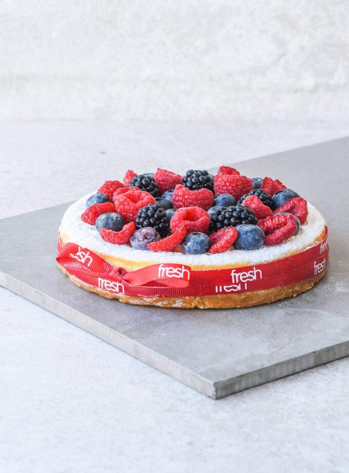New York cheesecake with fresh berries